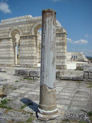 Колона в базиликата на Велики Преслав