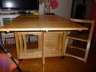 Vide dressing de tout table pliante avec 4 chaises - Table de cuisine pliante avec chaises integrees ...
