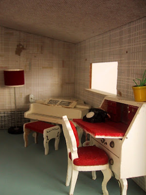 Vintage 1967 Lundby dollshouse study area with grand piano and desk with chair.