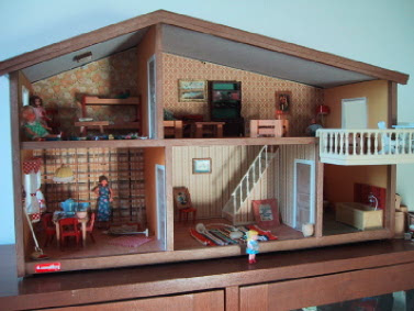 Vintage mid-1970s Lundby dolls' house.