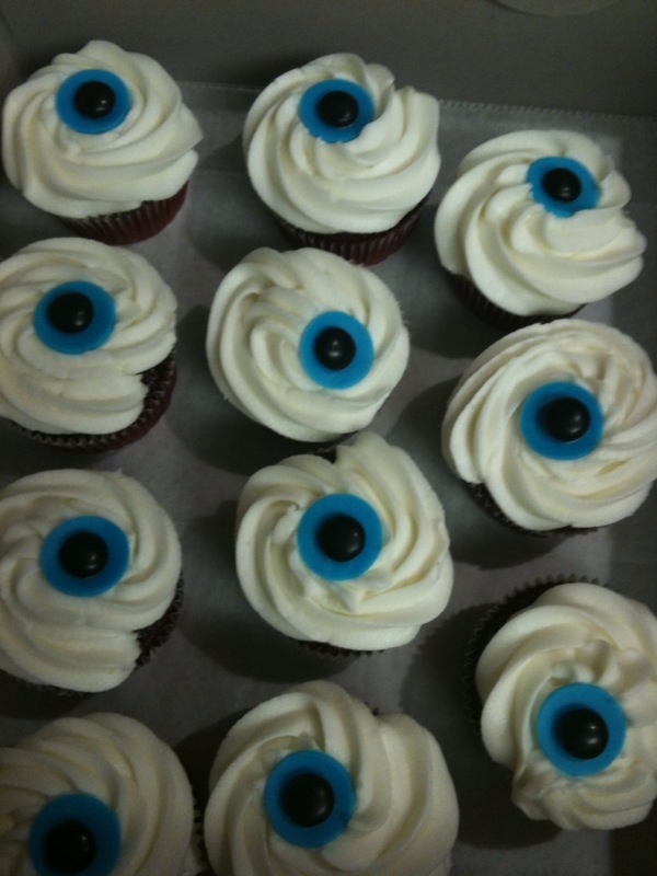 by The Slice Catering: Halloween eyeball cupcakes