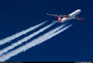 Que son las estelas que dejan los aviones?