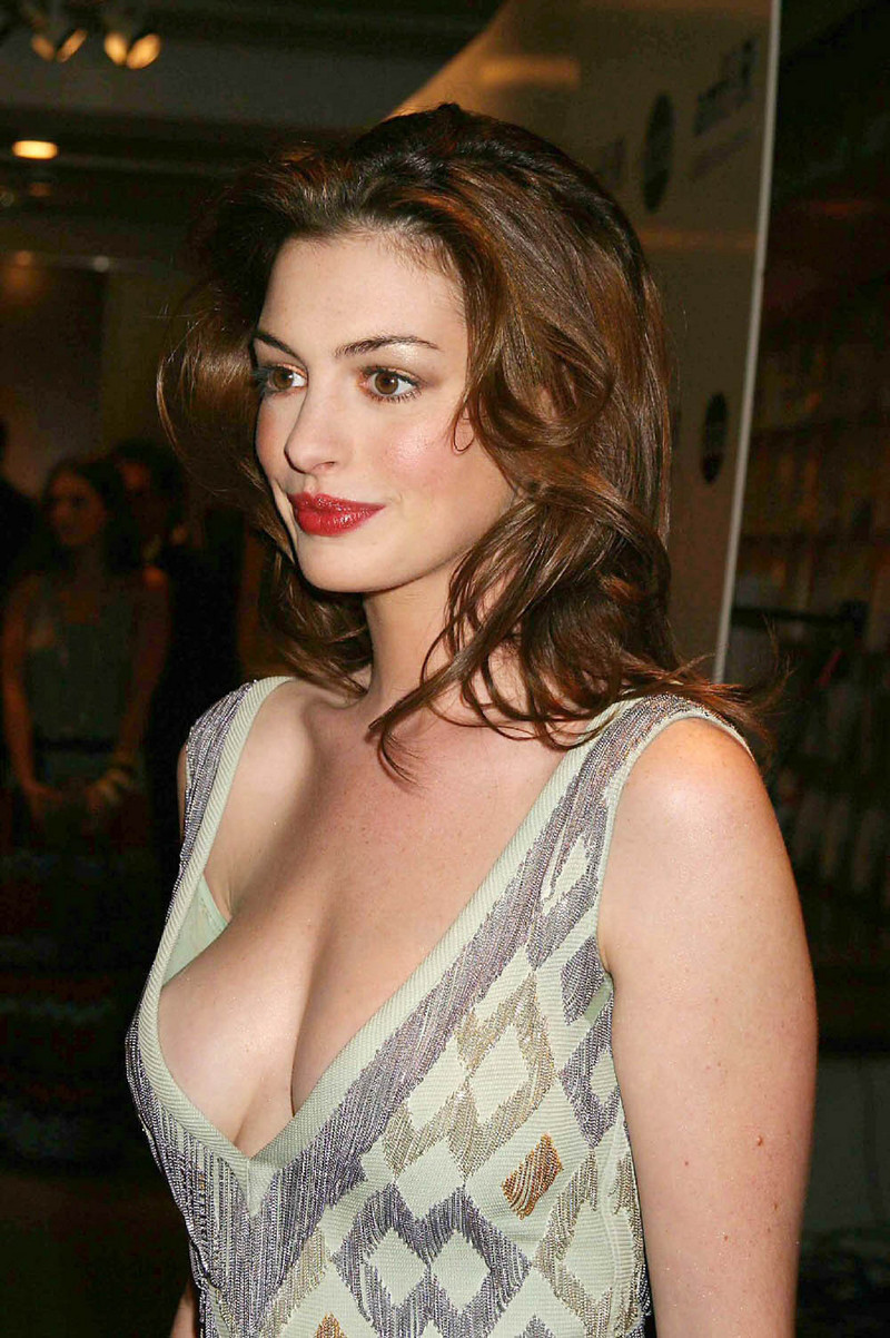 Indian College Girl Wallpaper Hot Hot Photos Anne Hathaway Vary Hot Photos