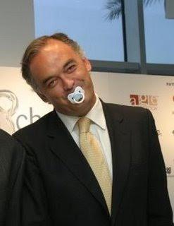 El abortista González Pons, con el chupete de un bebé