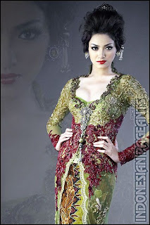 Agni in kebaya dress