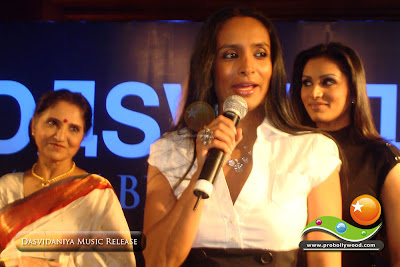 Actress Suchitra Pillai speaks a few words while Sarita Joshi & Purbi Joshi are listening in the background