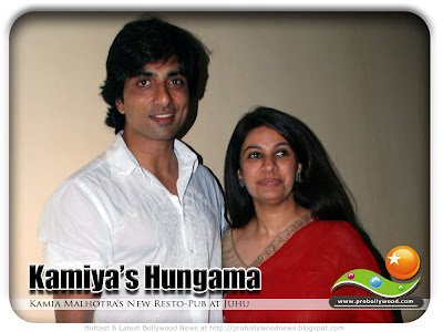 KAMIYA MALHOTRA'S HUNGAMA AT JUHU