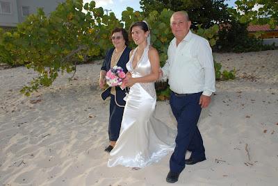 Truly International Wedding in Grand Cayman - image 3