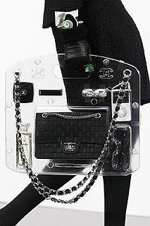 captura ofertas exclusivas tecnicas modernas TRENDSTORMING: Nuevo bolso Chanel de plexiglás by Karl Lagerfeld