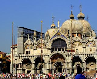 La Vita Grassa Prancing About Italy