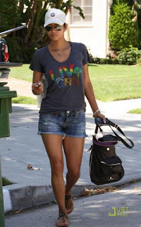 Halle Berry carrying the Gussto