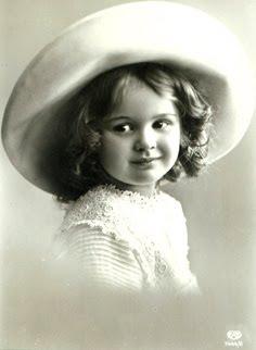 carte postale ancienne : enfant en noir et blanc
