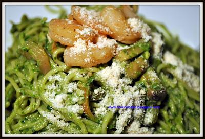 Spinach Pesto Pasta with Shrimp