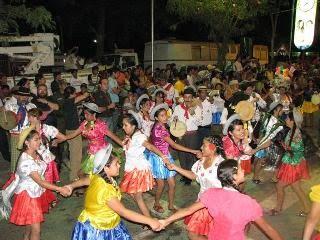 Carnaval en Tarija: Fiesta de compadres y comadres