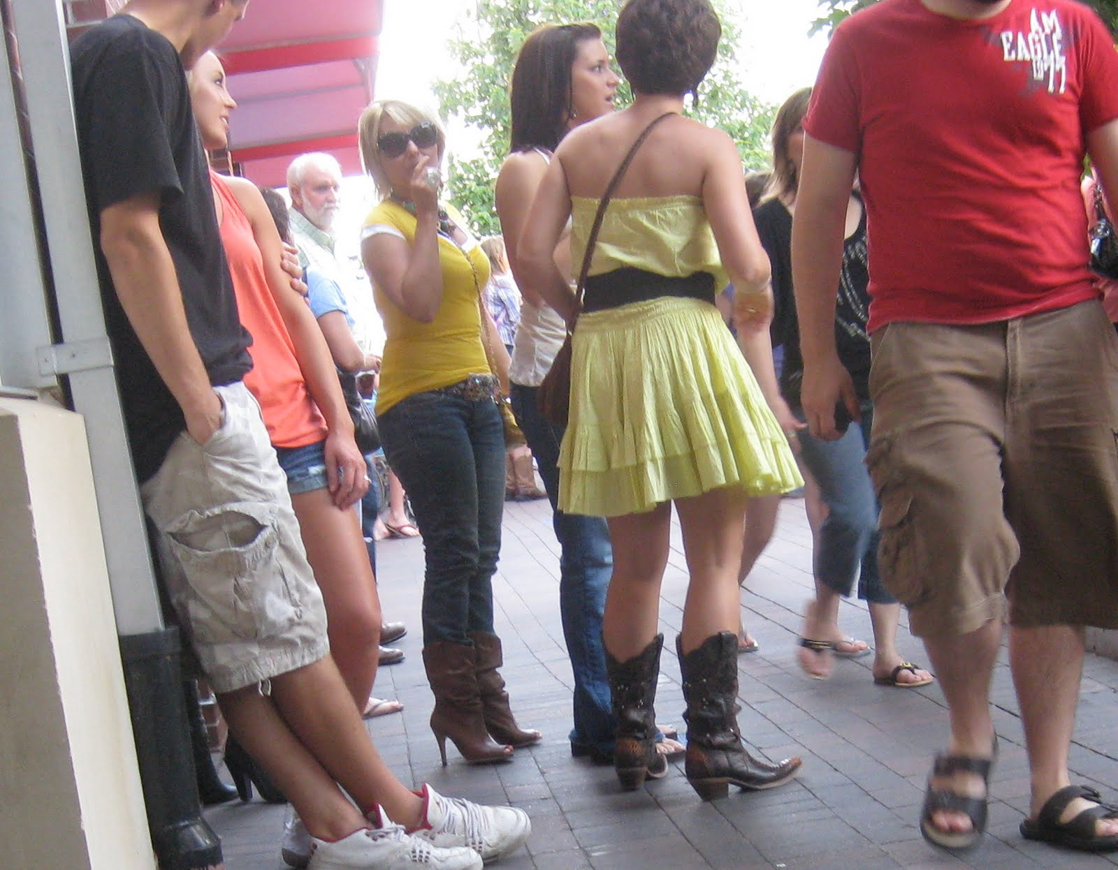 24 Awesome Women In Cowboy Boots And Shorts Sobatapkcom