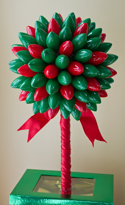 http://hatterandhareevents.blogspot.ca/2010/07/christmas-light-topiary.html