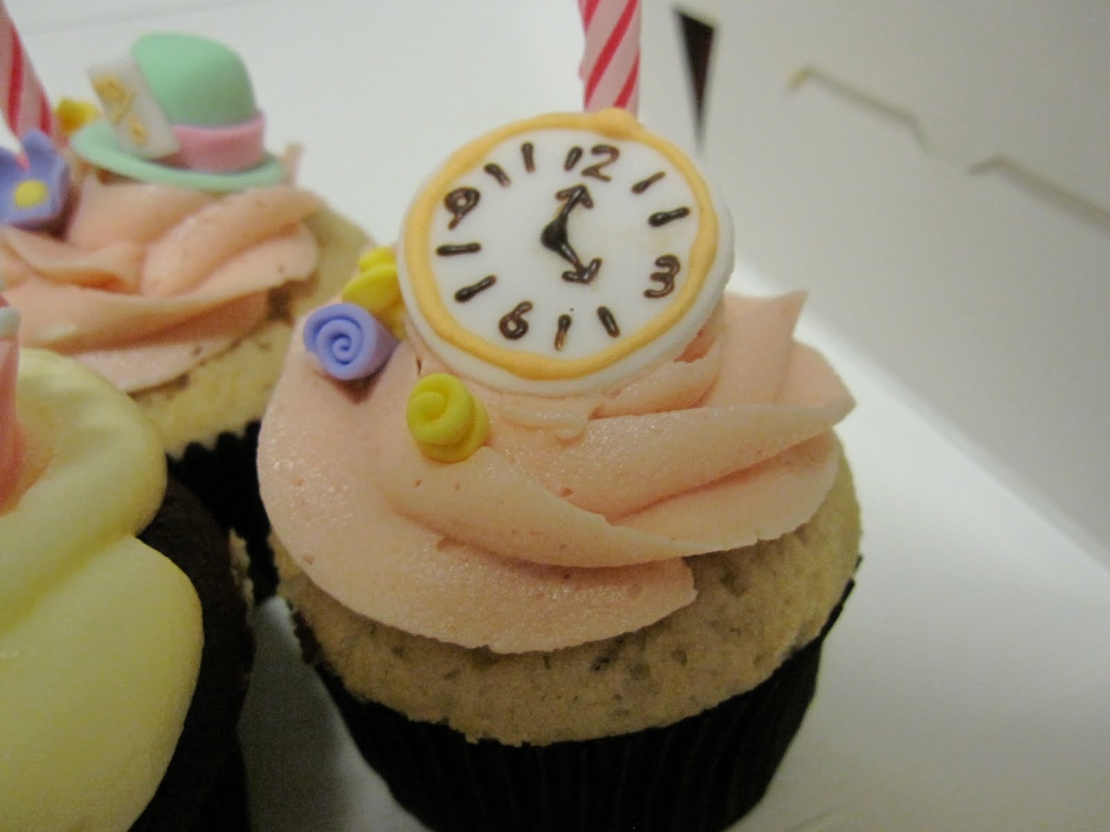 mad hatter cupcakes - photo #33