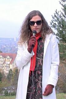 Moderatorin und rasende Reporterin Farah