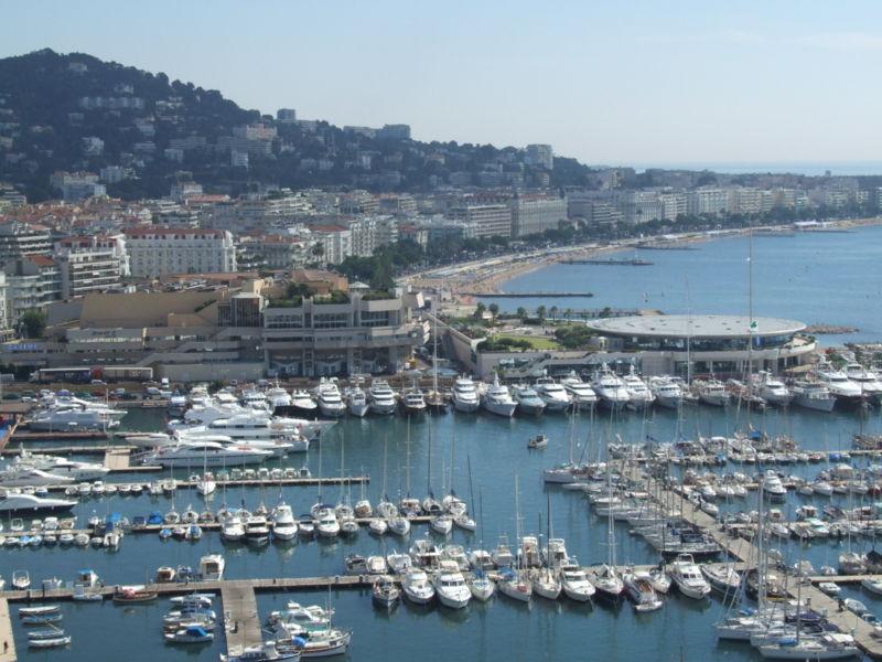 [800px-Cannes_-_port_et_croisette.jpg]