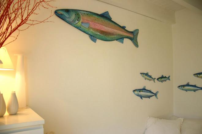 Reconversion de deux saumons et d'un banc de maquereaux dans une petite chambre