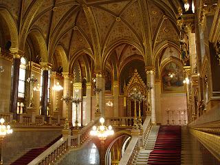 Escaleras del Parlamento húngaro