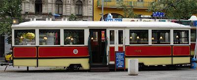 Antiguo Tranvía praguense transformado en cafetería