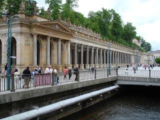 Paseando a orillas del río Teplá en Karlovy Vary