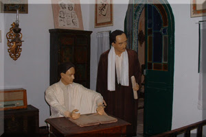 Despacho de Abou el Kacem Chebbi con Cherait de pie