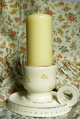 stary świecznik drewniany