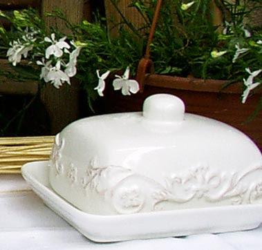 maselniczka ceramiczna w stylu retro