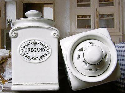 ażurowa ceramika - pojemniczki na przyprawy