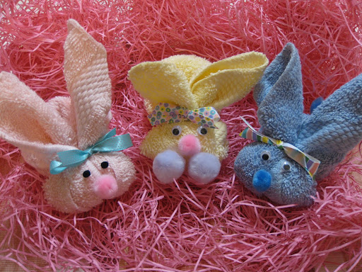 easter basket bunnies, eco-friendly easter basket, eco-friendly easter bunnies, make easter bunnies out of washcloths, easter crafts for kids, green crafts, green easter crafts, eco-friendly easter crafts, green easter basket, eco easter basket
