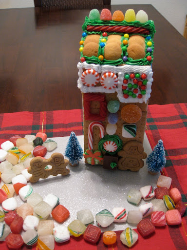 gingerbread house, how to make a gingerbread house, royal icing, eco-friendly gingerbread house, green gingerbread house,