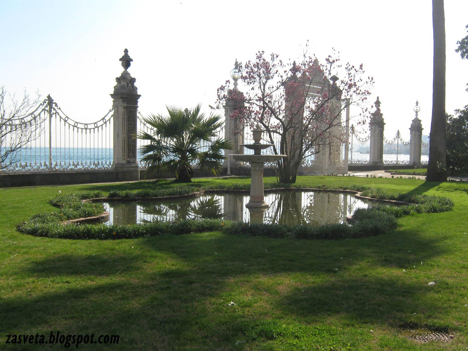 Фонтан в градината на Двореца