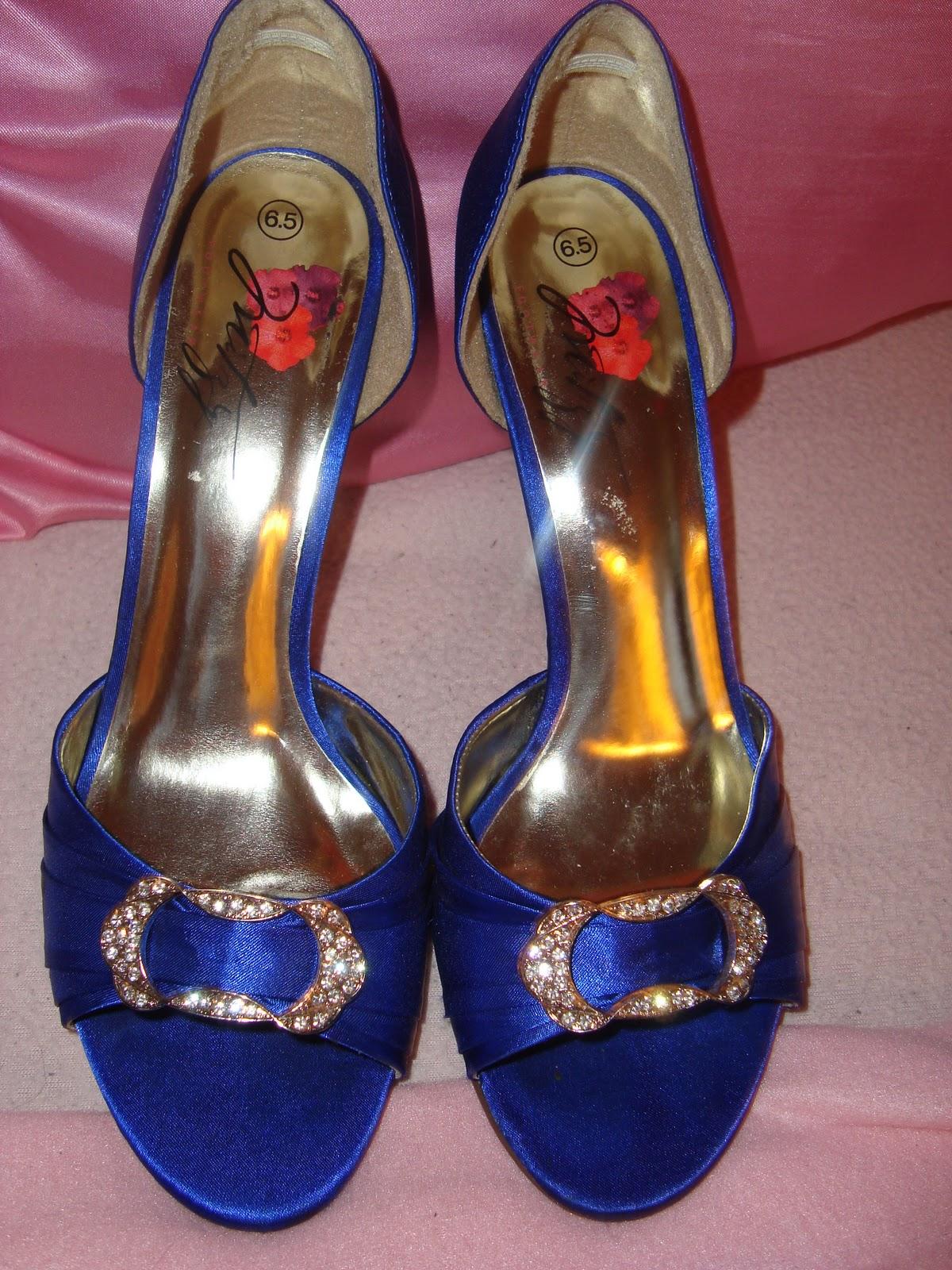 e9adbb9ca5fa blå stiletter som desværre aldrig sad helt rigtigt på mine fødder.