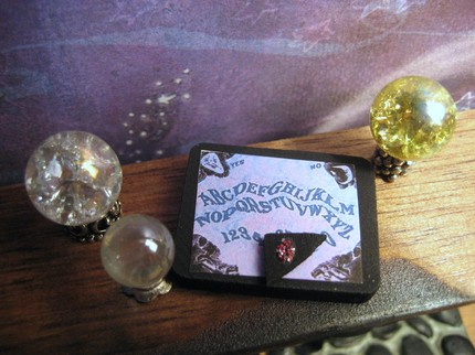 [Lil+Witchy+crystal+ball+and+ouiji+board.jpg]