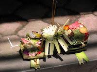 Logeren bij Belgen in het buitenland, in Bali vind je overal offertjes, zowel op straat als in de rice field