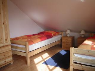 Ferienwohnungen Franz Travemünde. Ferienwohnung 3: Schlafzimmer mit 2 Einzelbetten.
