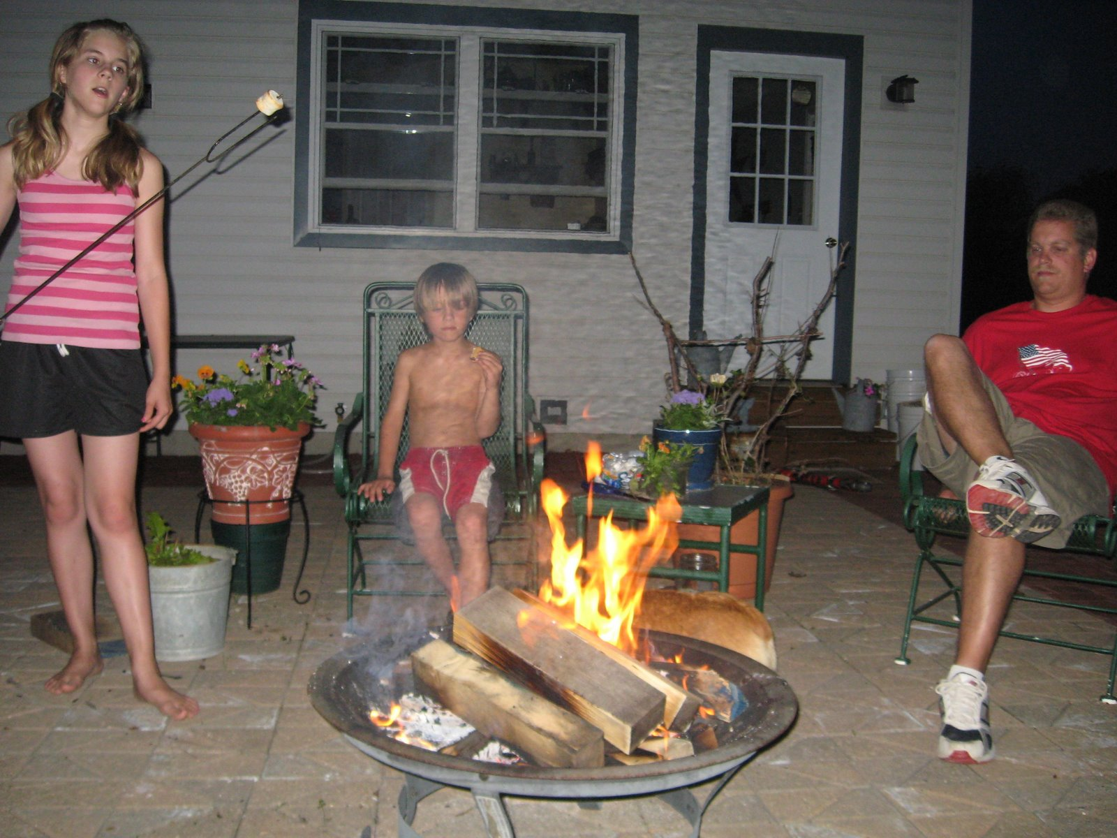 [family+around+fire+pit.jpg]