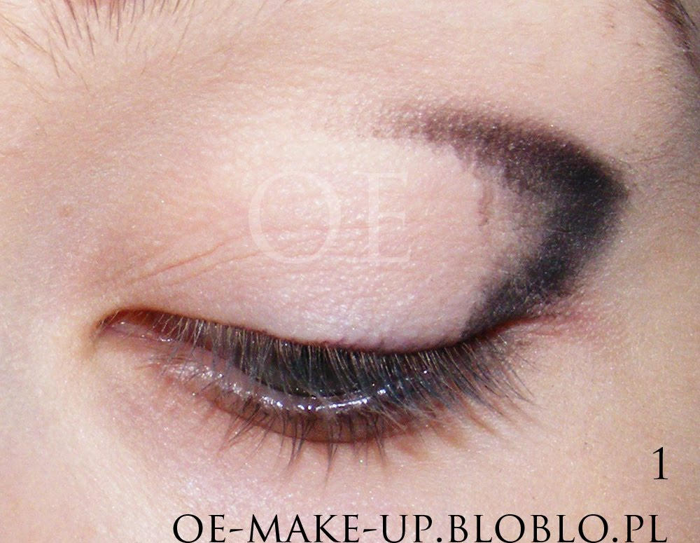 Makeup tip for small eyes