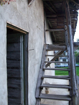 vielle escalier exterieur en bois