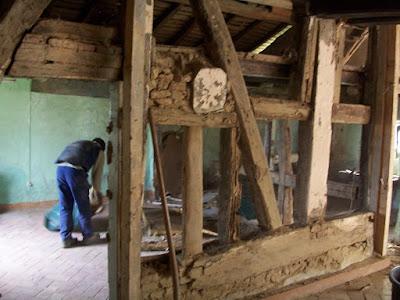 Travaux de restauration d'une vielle ferme en pisé