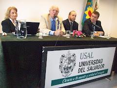 Altas Autoridades de la Universidad del Salvador exponen a los presentes.