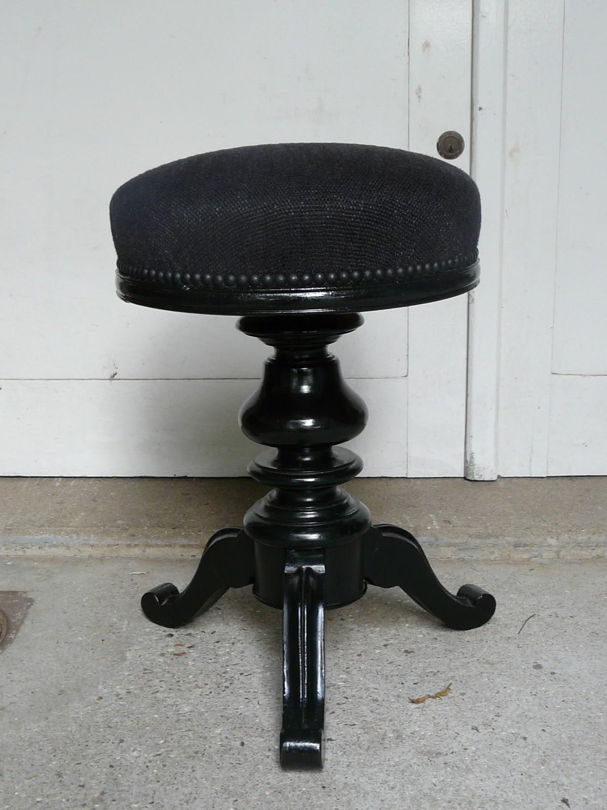 le siege dans tous ses etats tabouret de piano. Black Bedroom Furniture Sets. Home Design Ideas
