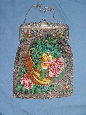 4e90c22e3 En el apartado de Museo de nuestra página web, podrá ver con detalle las  fotografías de estos bolsos y las características de cada uno de ellos.