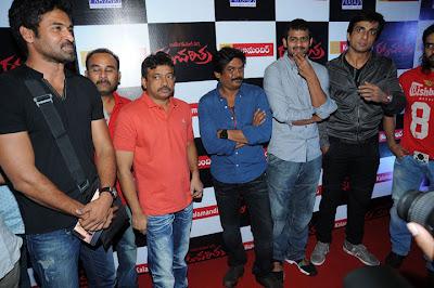 http://1.bp.blogspot.com/_a3ZI07KGbwA/TMEjRzsoErI/AAAAAAAADwk/da9j4JLbwbs/s400/raktha-charitra-premier(8).jpg