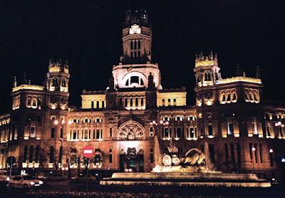 De paseo por madrid monumentos de madrid casa de for Oficina central de correos madrid
