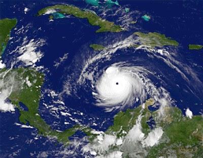 Felix fonce sur la Colombie et le Venezuela, Le deuxième cyclone de la saison aura finalement mis moins de 48 heures pour devenir, lui-aussi, un ouragan de puissance maximale classé en catégorie 5 sur l'échelle de Saphir-Simpsons. Devenu un phénomène météorologique potentiellement catastrophique <br />