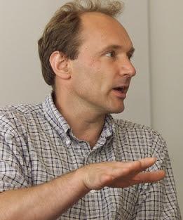 Le Web a été inventé en 1989 par Tim Berners-Lee, informaticien anglais, qui travaillait à l'époque pour le CERN (Conseil européen pour la recherche nucléaire, situé sur la frontière franco-suisse). Il imagina le système hypertexte, un ensemble de documents rattachés les uns aux autres afin de faciliter les recherches et le partage des informations au sein du CERN.