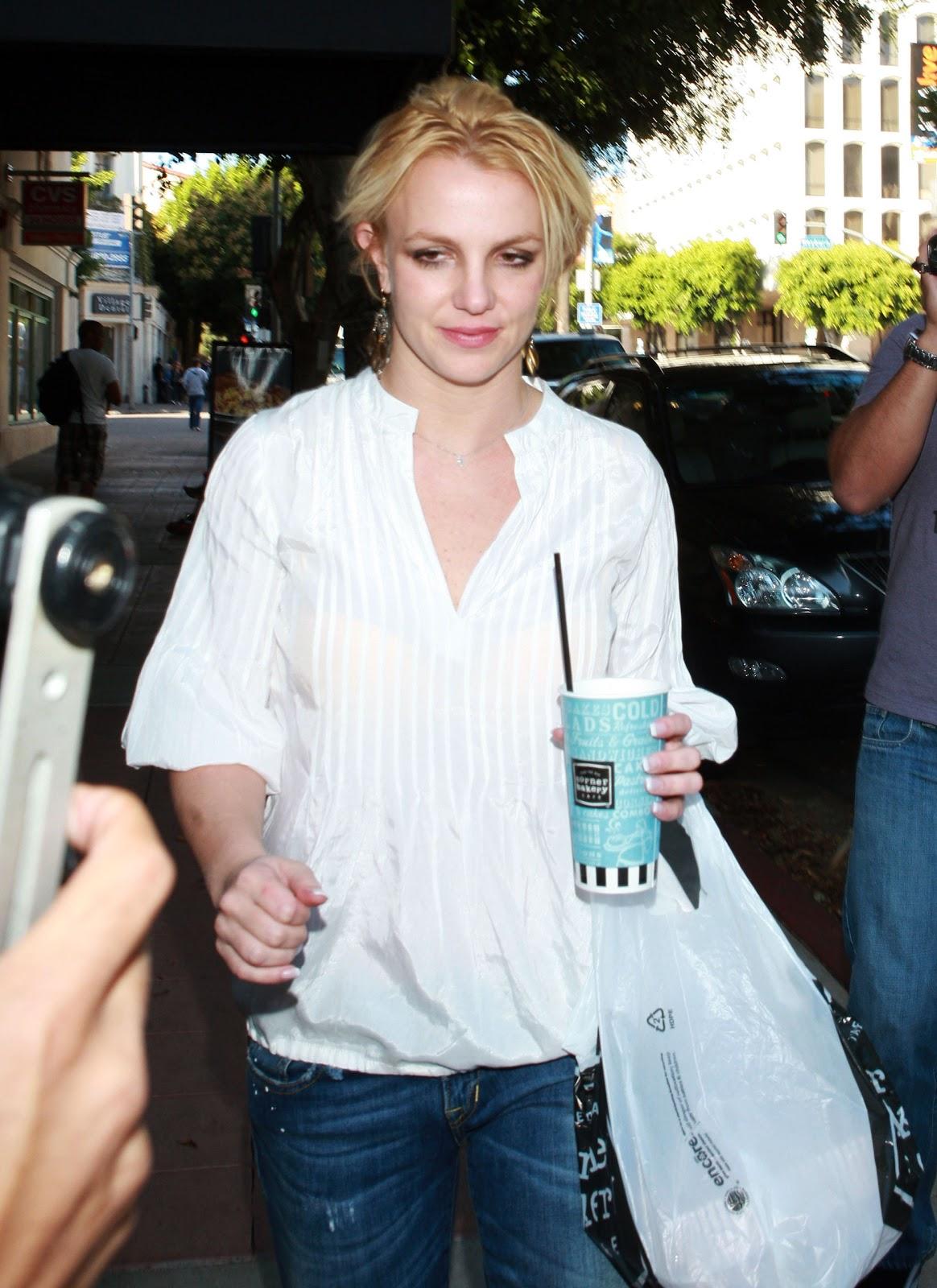 FP_5954288_FP7_Spears_Britney_102610.jpg